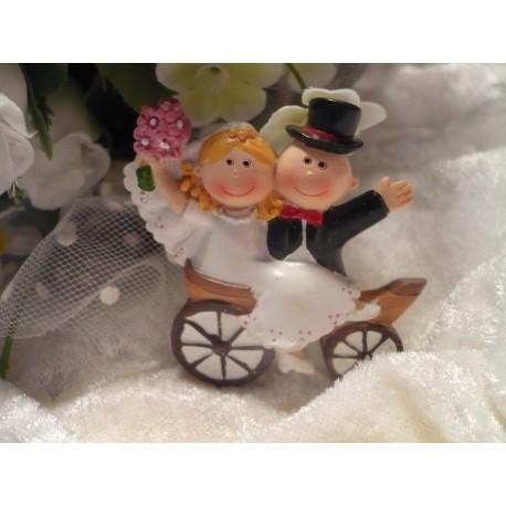 Hochzeitspaar in Hochzeitskutsche / Tischdeko