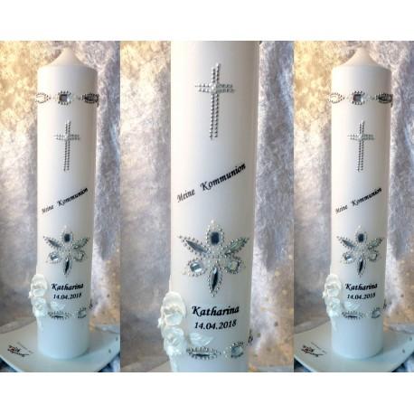 Schlicht gestaltete Kommunionskerze in weiss + silber mit Schmucksteinen